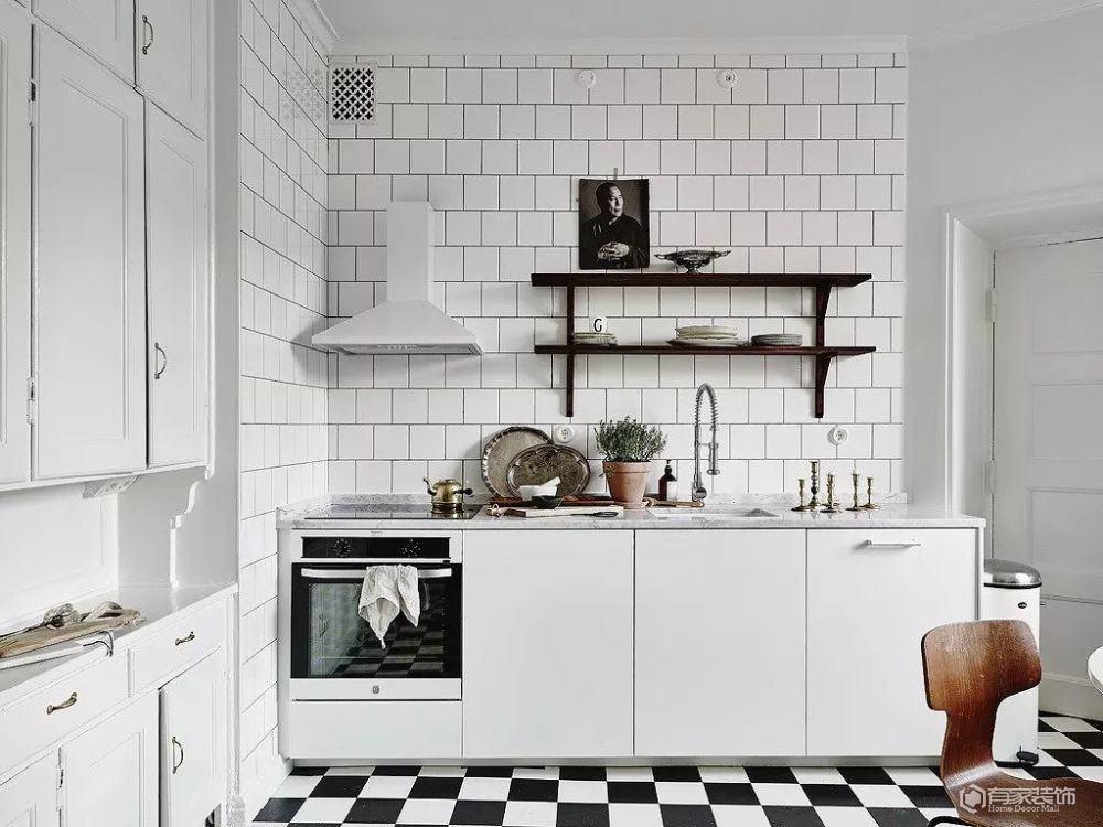 厨房装修怎么搭配颜色 这样做让其增添色彩