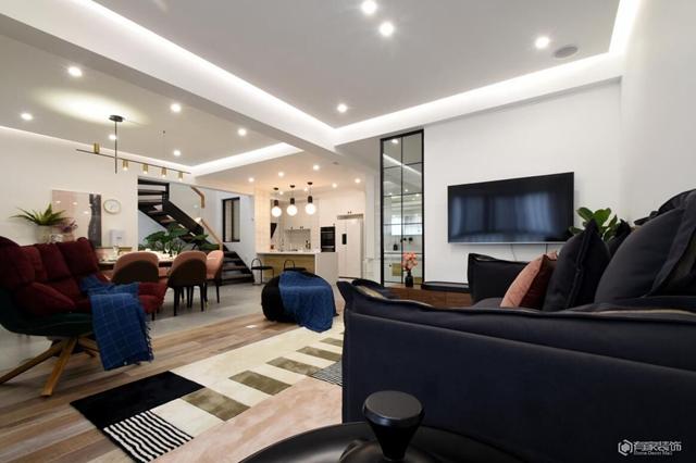 阳光城丽兹公馆复式楼  装修注重生活品质和休闲娱乐的强化处理